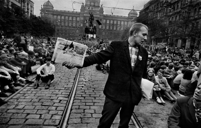 © Josef Koudelka/Magnum Photos. CZECHOSLOVAKIA. Prague. August 1968. Contact email New York: photography@magnumphotos.com From the Invasion 68 Prague project.