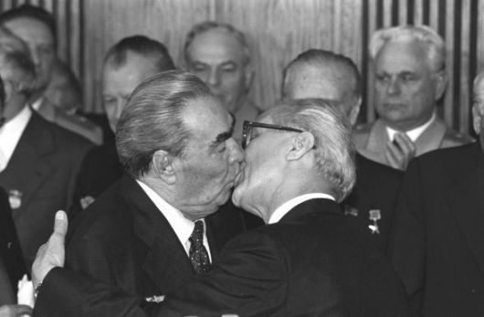 breznev_honecker_kissing
