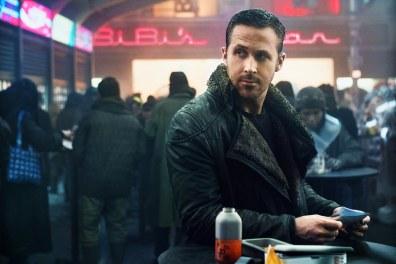 今年68歲的英國攝影師Roger Deakins憑《銀翼殺手2049》(Blade Runner 2049)獲得今年奧斯卡最佳攝影(Best Cinematography)。