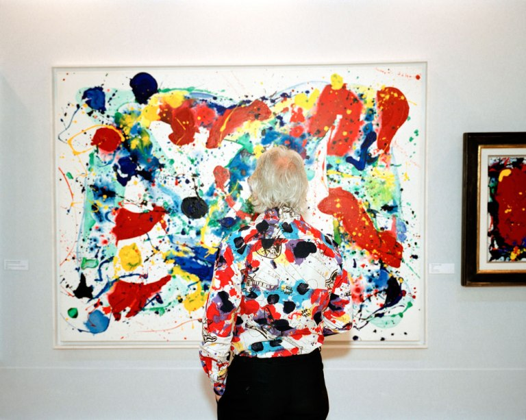 Martin-Parr-Abstract-painting-with-abstract-shirt-United-Arab-Emirates-Dubai-DIFC-Gulf-Art-Fair-2007-c-Martin-Parr-small