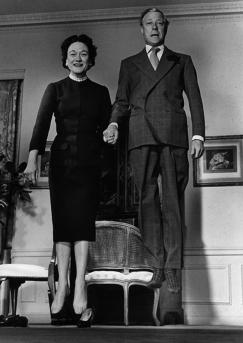 philippe-halsman-jump-jumpology-duke-and-dutchess-of-windsor-1956